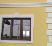 Декор окна коттеджа